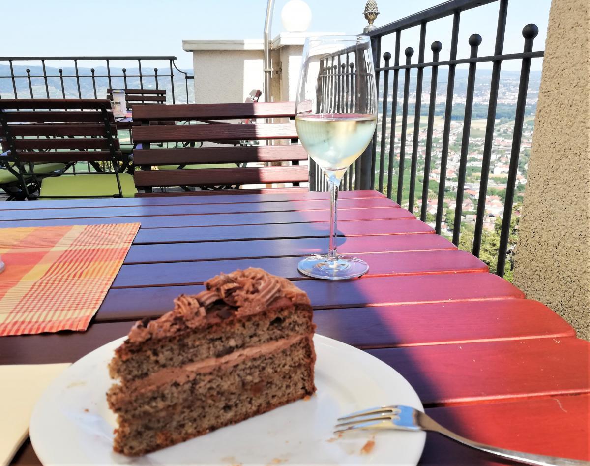Дуже раджу спробувати вино в ресторані абатства / Фото Марина Григоренко