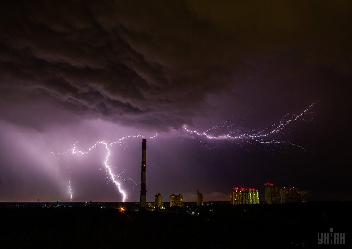 У Києві до кінця доби і вночі очікуються грози та сильний вітер / фото УНІАН