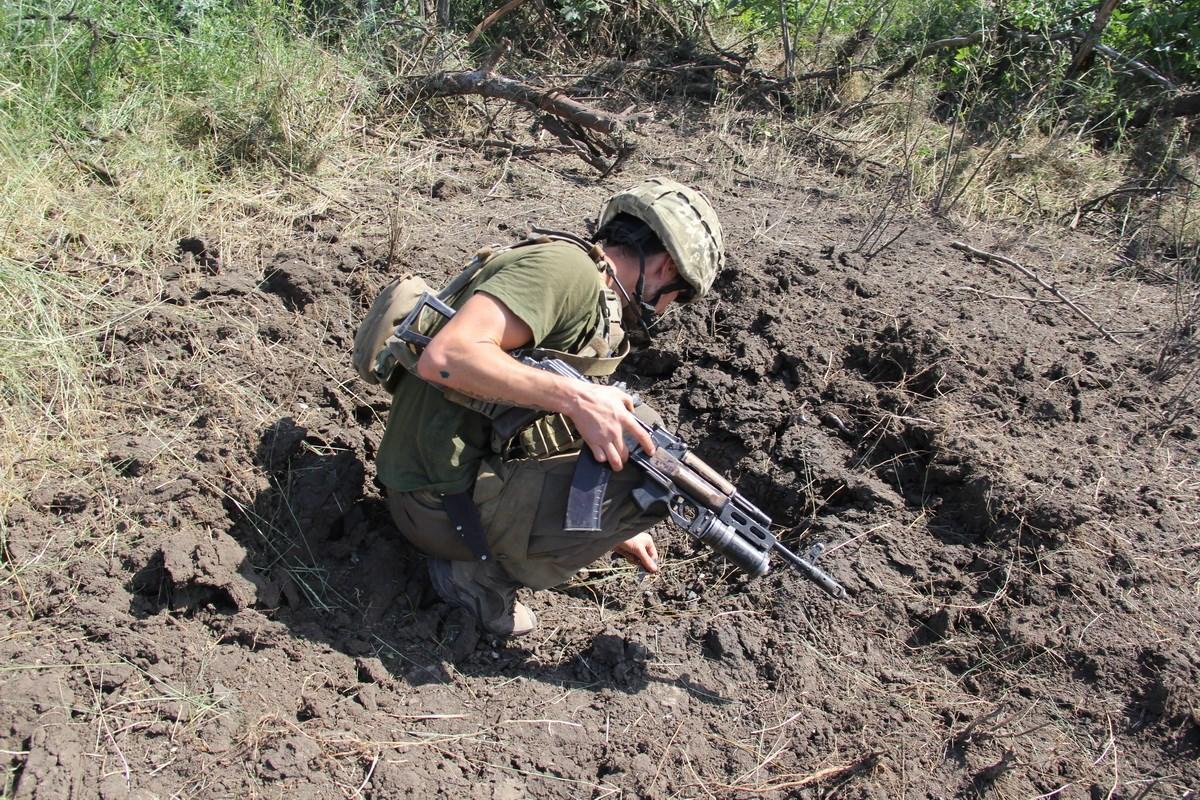 Украинские позиции на Донбассе ежедневно подвергаются вражеским обстрелам / facebook.com/pressjfo.news
