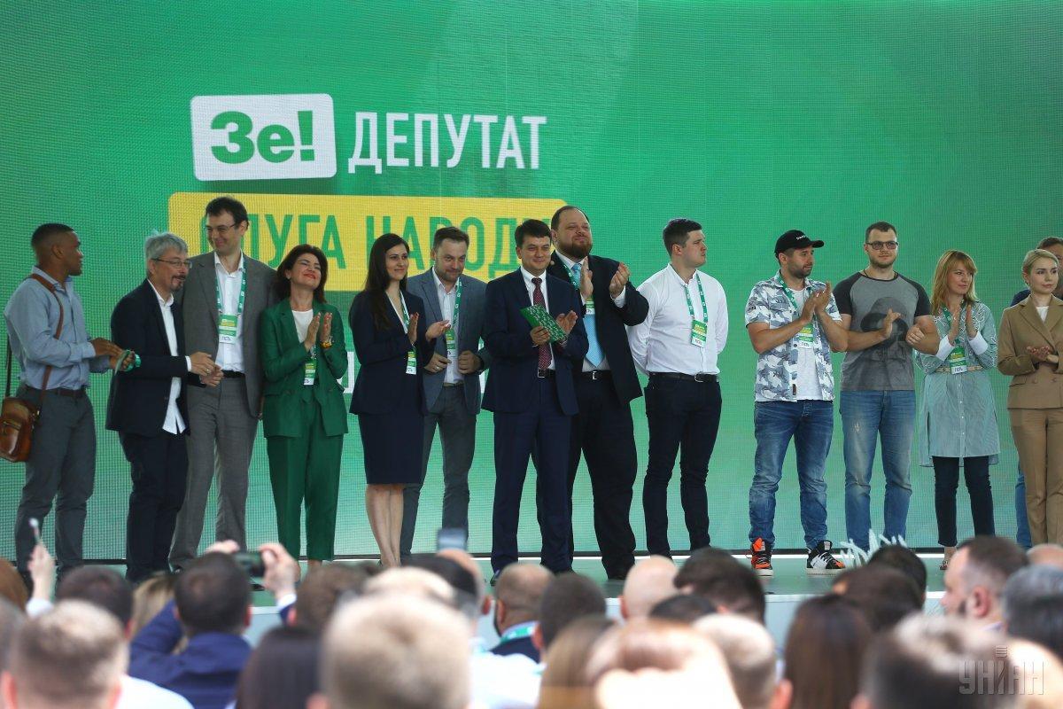 У разі отримання 226 депутатських мандатів слуга народу матиме права коаліції / фото УНІАН