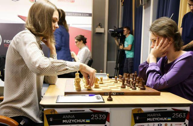 Анна и Мария Музычук сыграли друг против друга / fwct2019.com