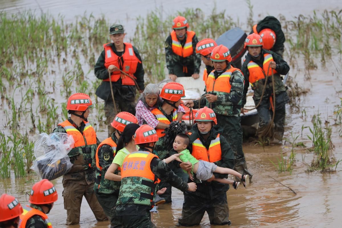 Китай охватили наводнения / REUTERS