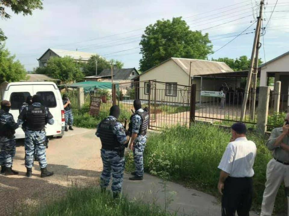 В оккупированном Крыму российские силовики осуществляют массовые обыски / фото facebook.com/crimeansolidarity