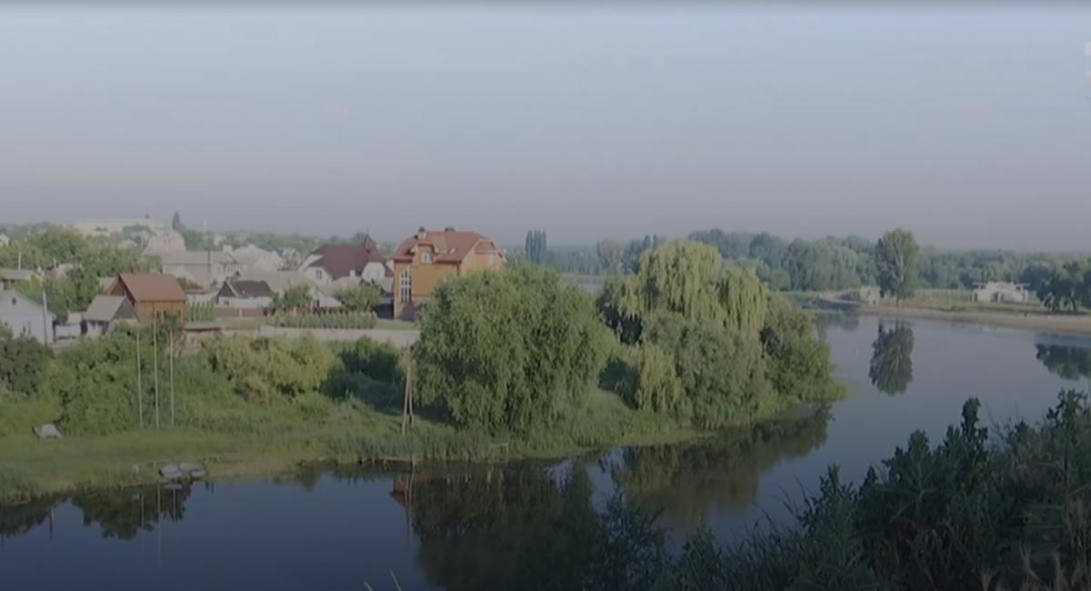 В реку Рось попали нитраты / скриншот видео