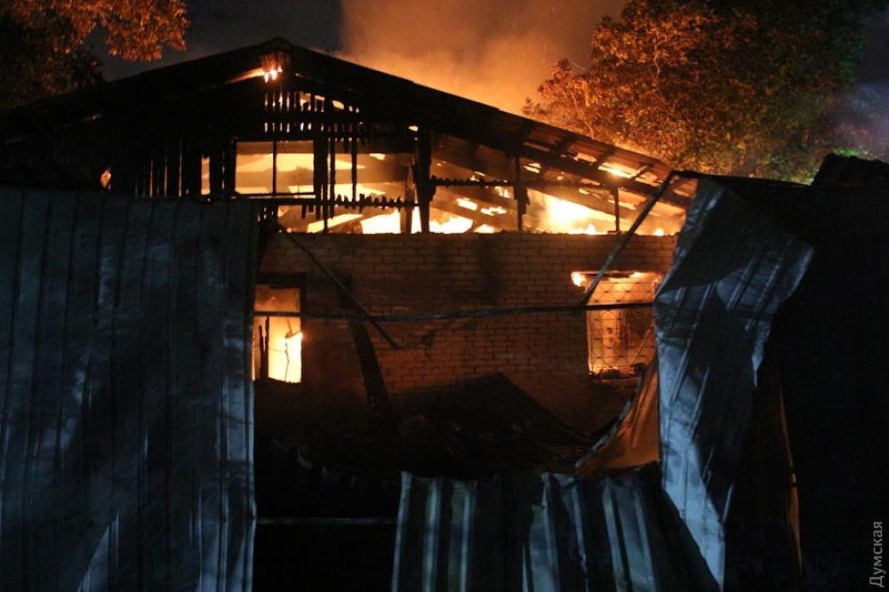 Информация о пожаре поступила в понедельник около 21.45 / фото Думская