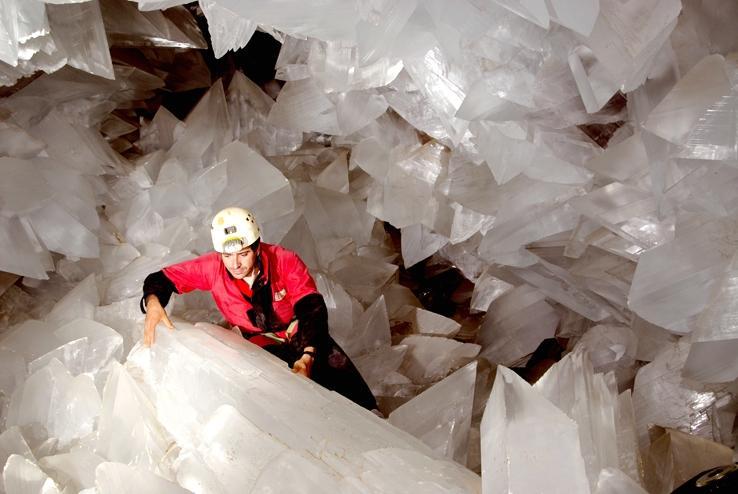"""Гигантская кристаллическая пещера была найдена в старой """"серебряной"""" шахте / Фото www.geologyin.com/Javier Truebamsf"""