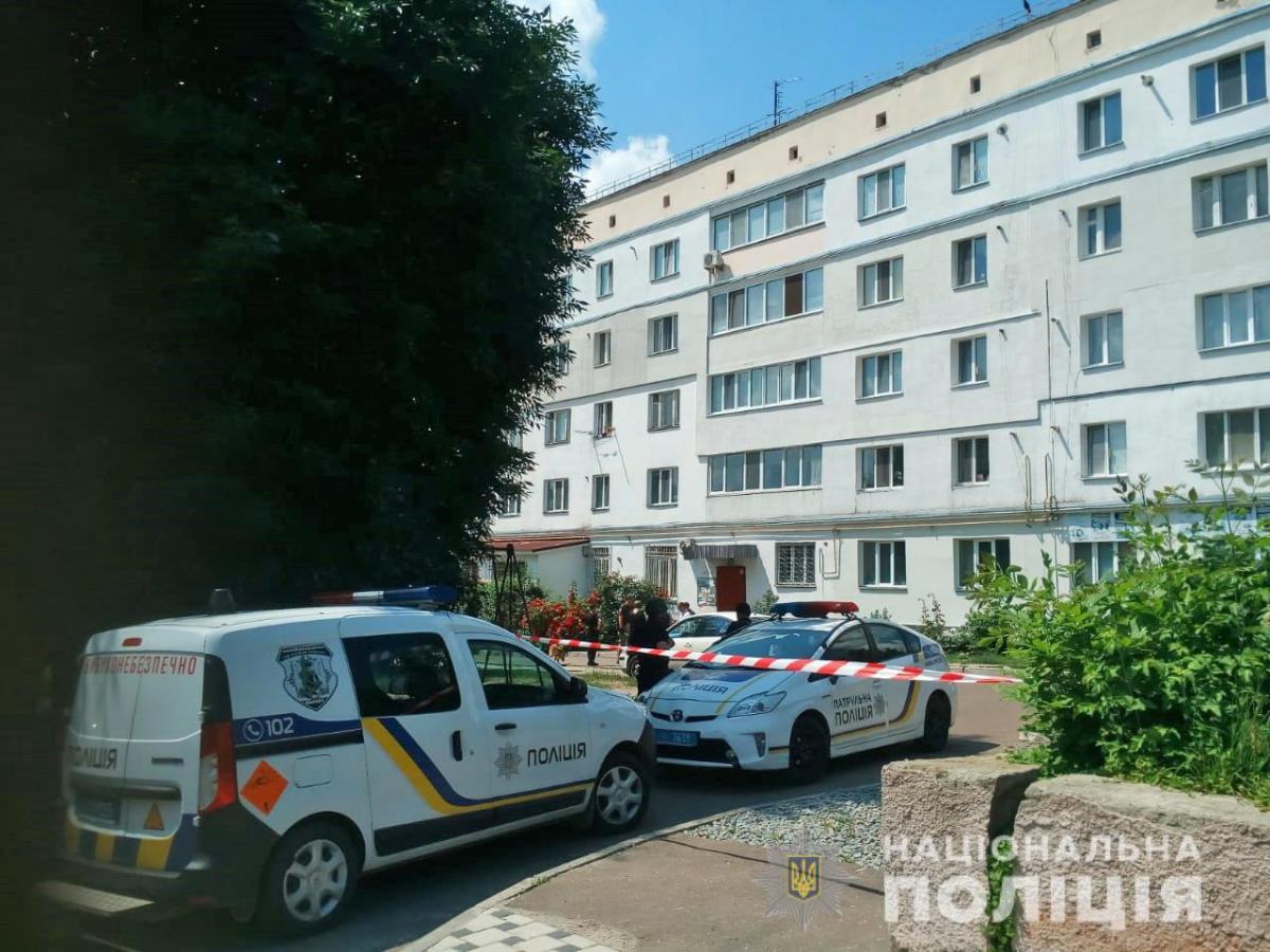 В доме обнаружена граната, электродетонаторы и патроны / фото: пресс-служба НацполицииЖитомирской области