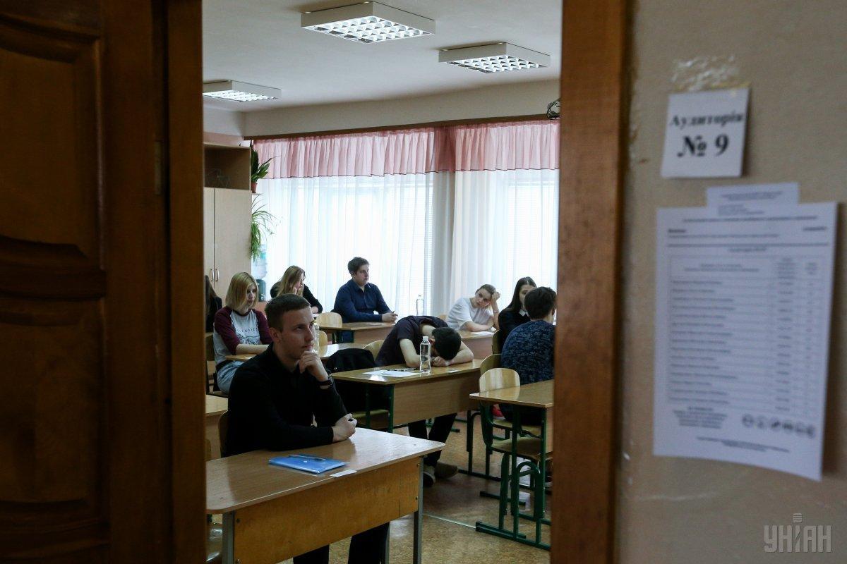 13 червня абітурієнти пишуть тест з хімії / фото УНІАН