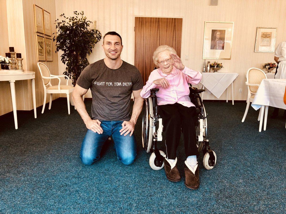 Владимир Кличко навещал Лидию Смуду в 2018 году / фото: twitter.com/Klitschko