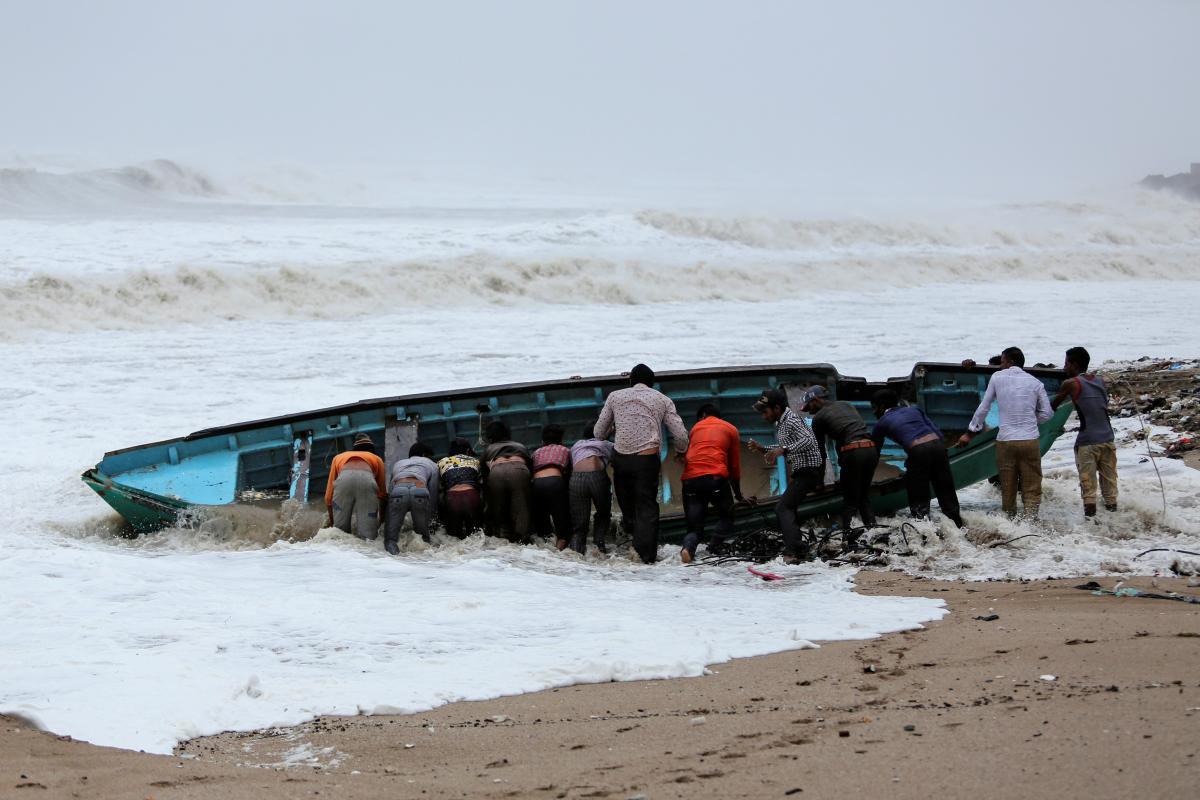 На Индию надвигается тропический циклон / REUTERS