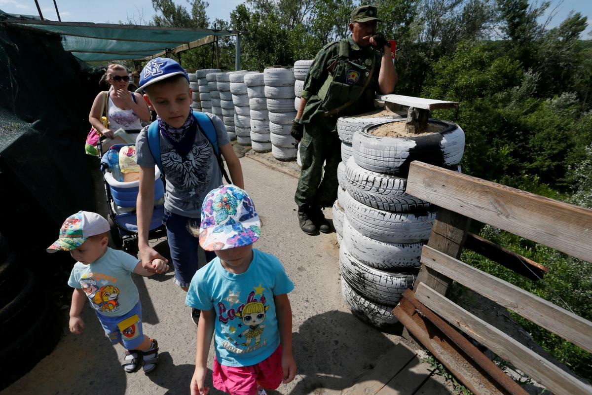С начала войны общее количество погибших гражданских лиц на востоке Украины достигло 3 тысяч367 человек/ фото REUTERS