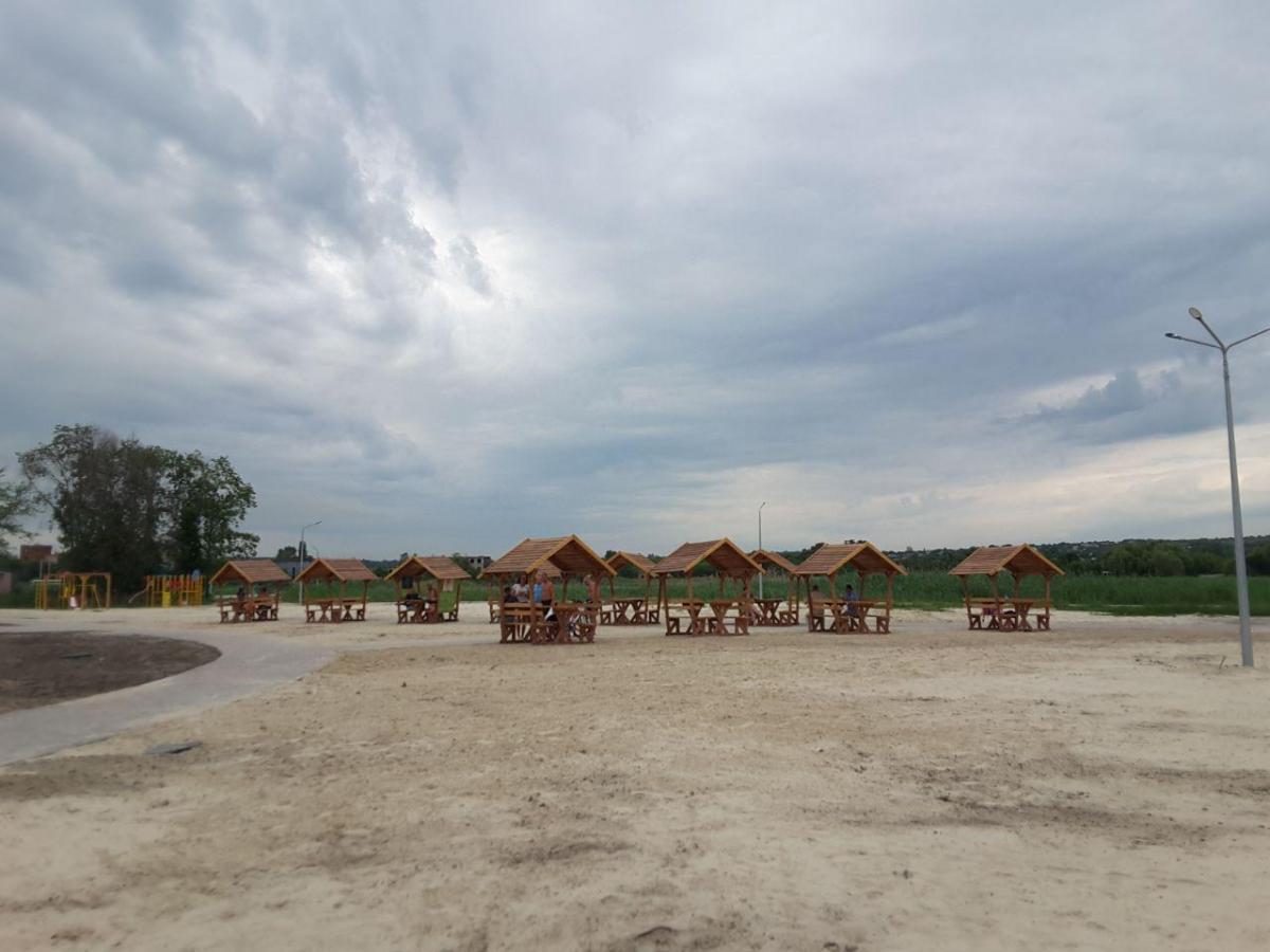 Пляж на озере Вейсовое в Славянске / Фото Надежда Бурбела
