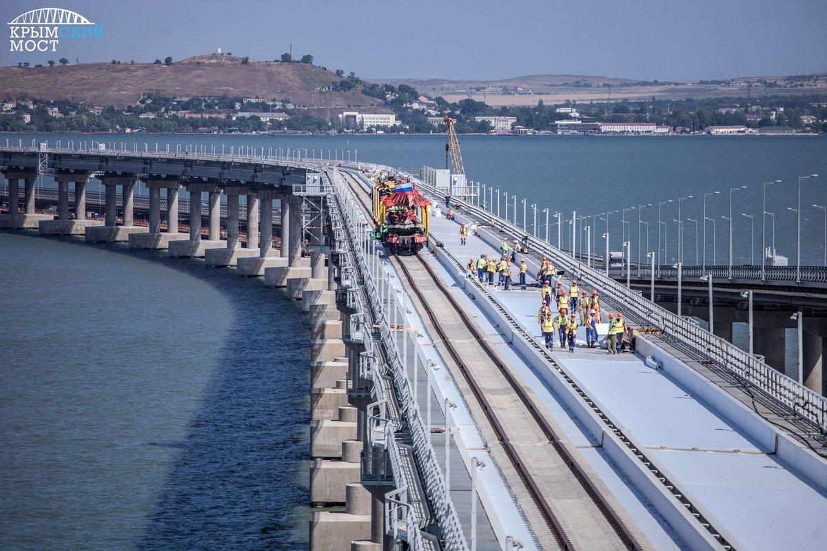 Железнодорожный путь проложен на Крымском мосту / twitter.com/PMSimferopol