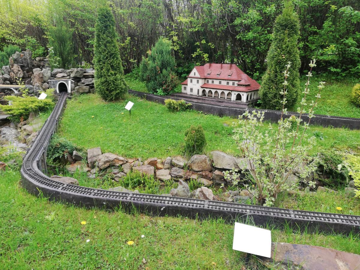 Копия железной дороги в Татарове в Музее миниатюр Карпат в Яремче / Фото Марина Григоренко