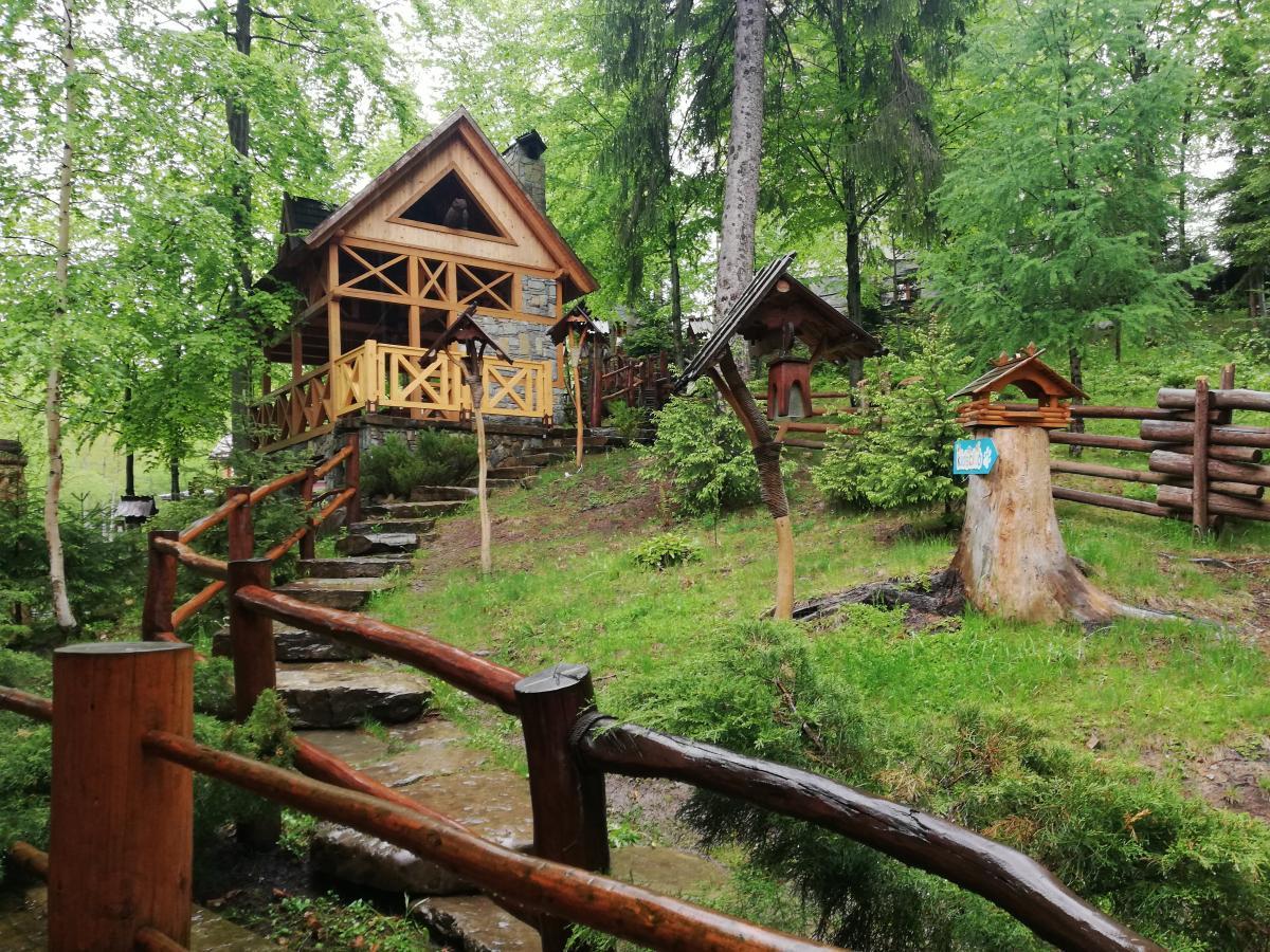 Двор отеля «Ведмежа гора» в Яремче / Фото Марина Григоренко