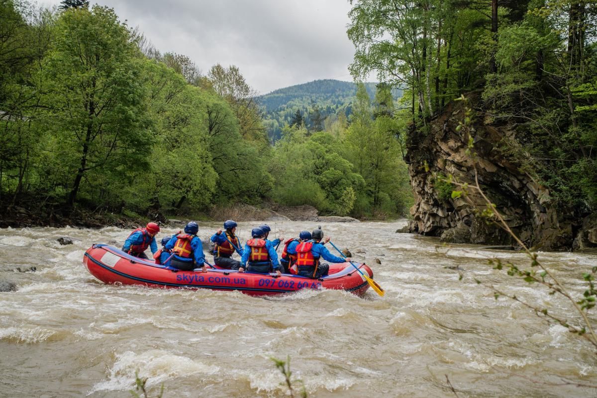 Рафтинг на річці Прут - це дуже захоплююче / Фото Скита Рафтинг