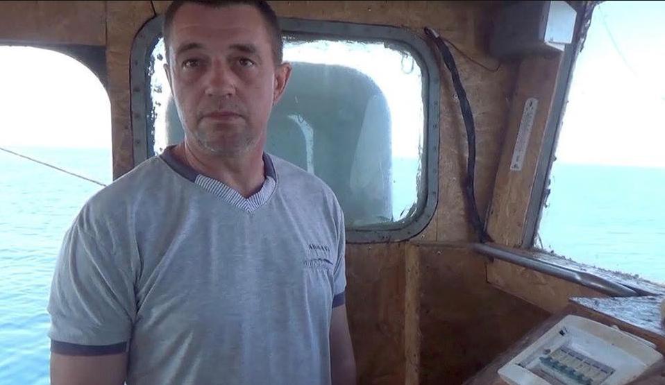 Після оголошення вердикту капітан судна Новицький відмовився спілкуватися з журналістами / скріншот з відео