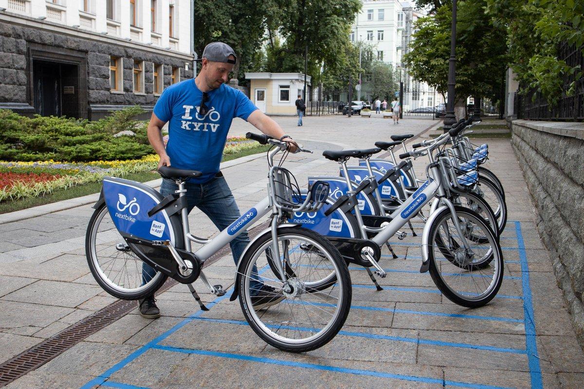 Возле АП появились велосипеды / фото twitter.com/APUkraine
