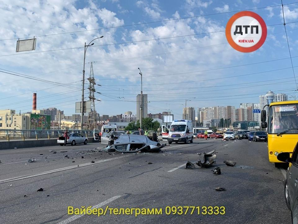 В масштабном ДТП в Киеве погибли четыре человека / фото facebook.com/dtp.kiev.ua