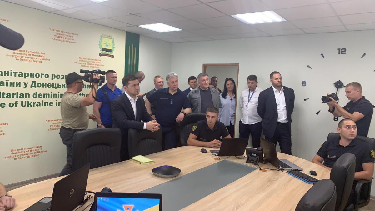 Зеленский призвал саперов беречь себя / фото: пресс-служба МВД
