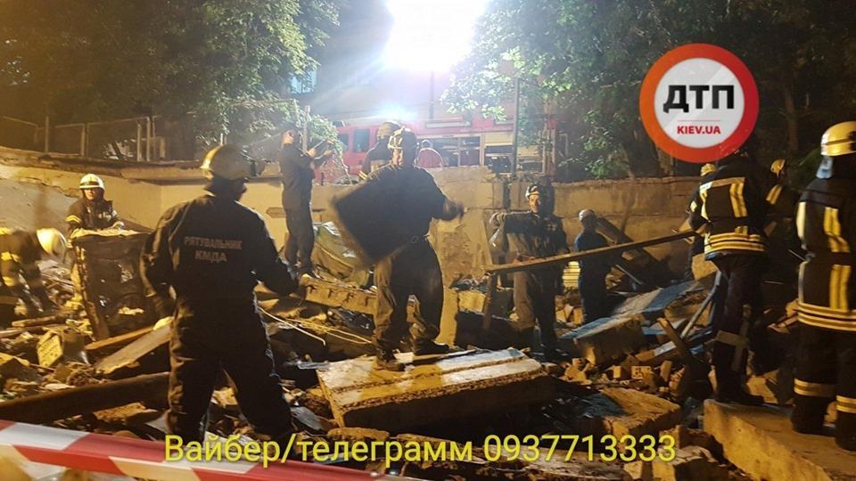 На месте работают спасатели / фото dtp.kiev.ua