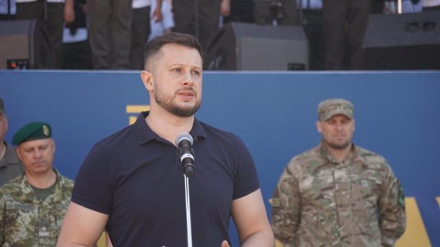 Защитники, подчеркнул Билецкий, также имеют обязанность перед людьми, которые ждут Украину в Донецке и Луганске