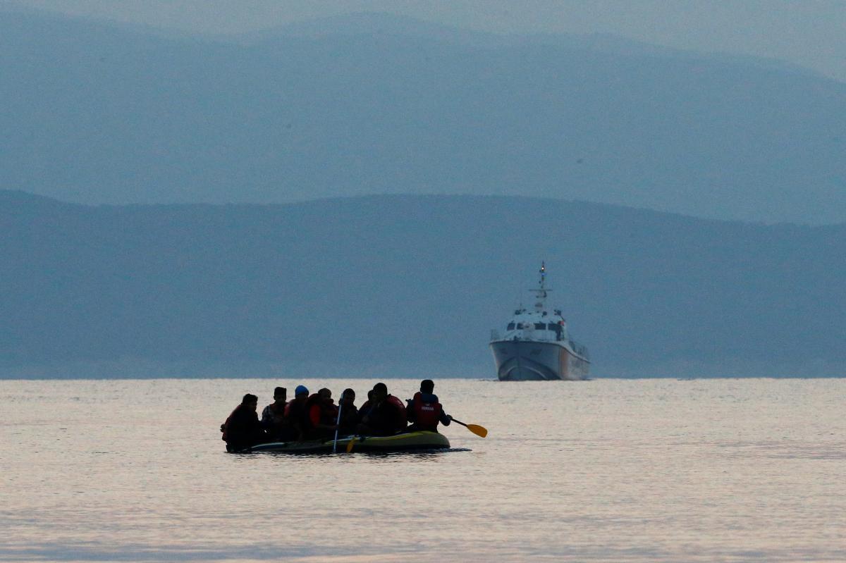 СМИ: число погибших при крушении лодки у берегов Турции возросло до 12