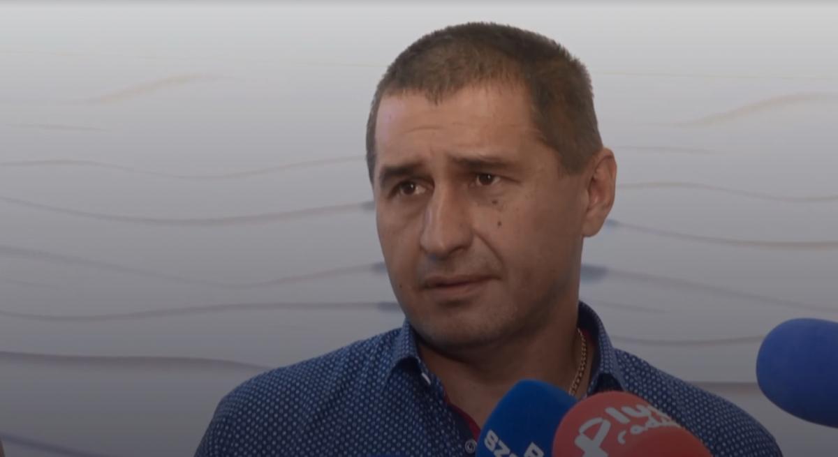 АндрійСироватський витягав людей із задимлених машин/ скріншот відео