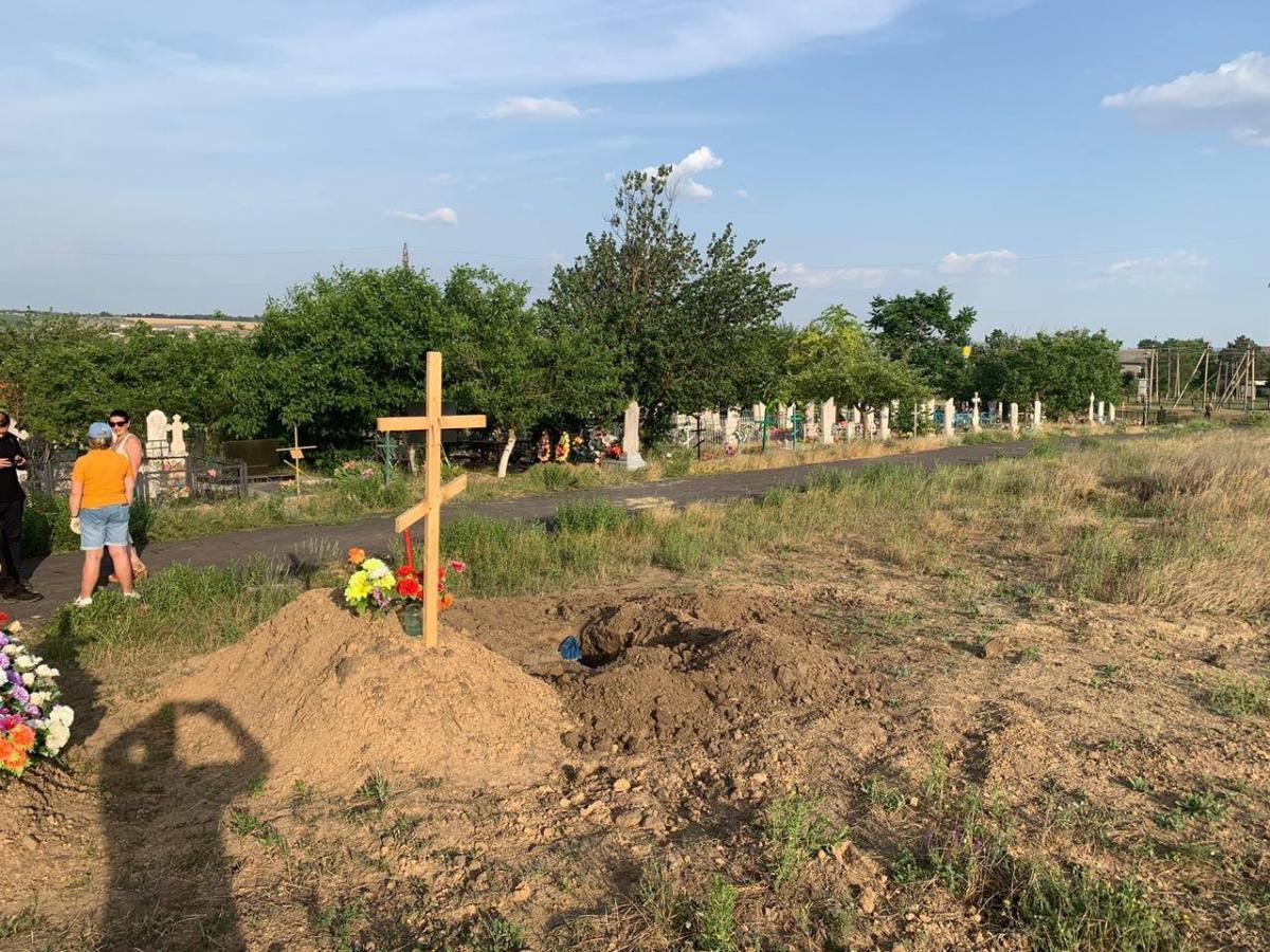 Поліцейські виявили похованубез труни людину/ facebook.com/Vyacheslav.Abroskin