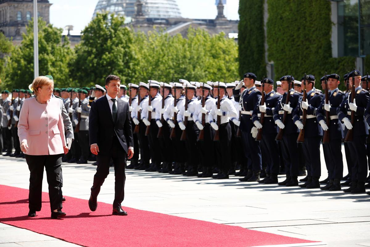 Ангела Меркель и Владимир Зеленский во время встречи в Берлине 18 июня / REUTERS