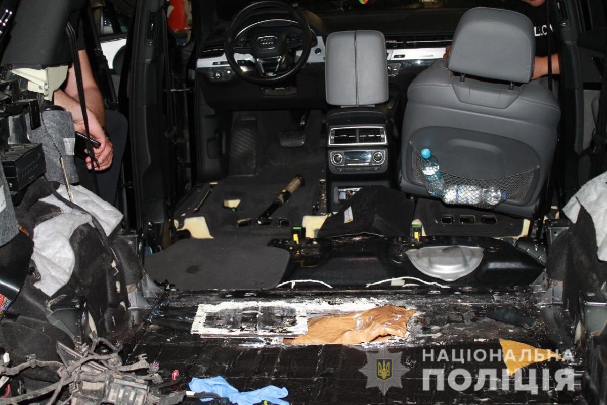 На выезде из столицы задержали внедорожник с 25 кг героина / фото npu.gov.ua
