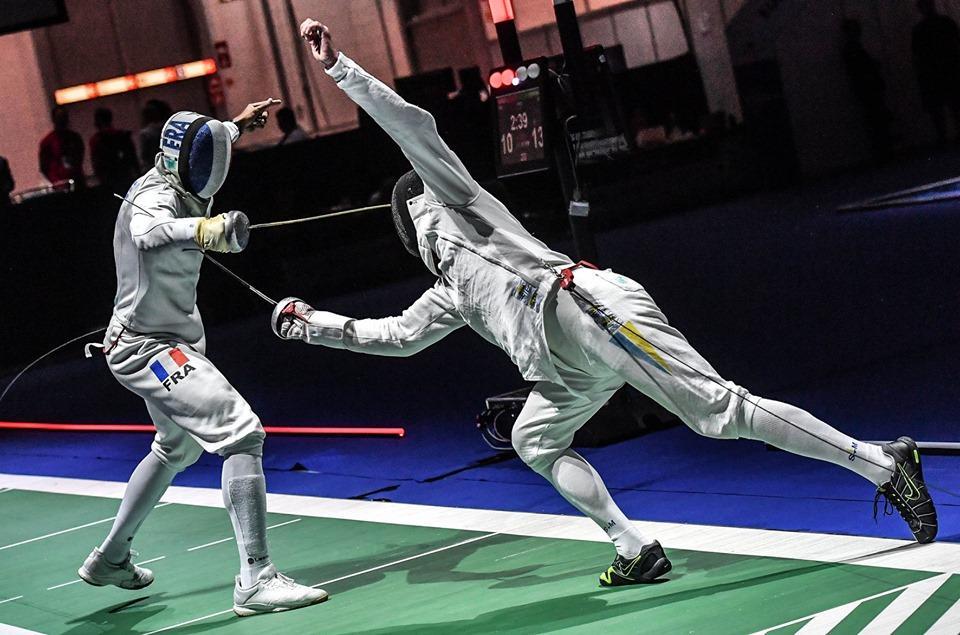 Богдан Нікішин в 1/8 фіналу виграв уЯнніка Бореля/ фото: facebook.com/fie.org