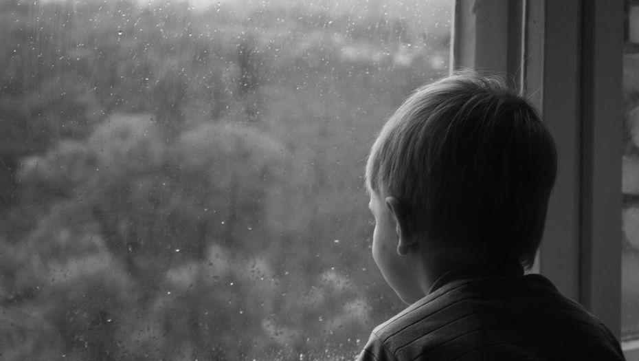 В Украине ежегодно до 10 тысяч детей получают статус сироты / фото Informburo.kz