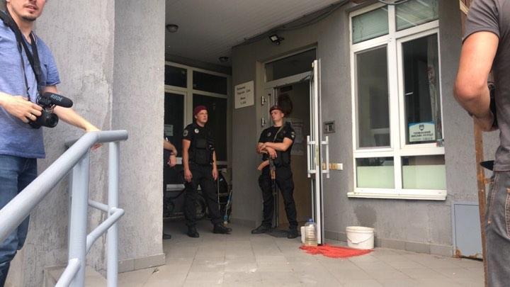 "Многие соседи по дому Тымчука даже не знают об инциденте / фото: ""Страна"""