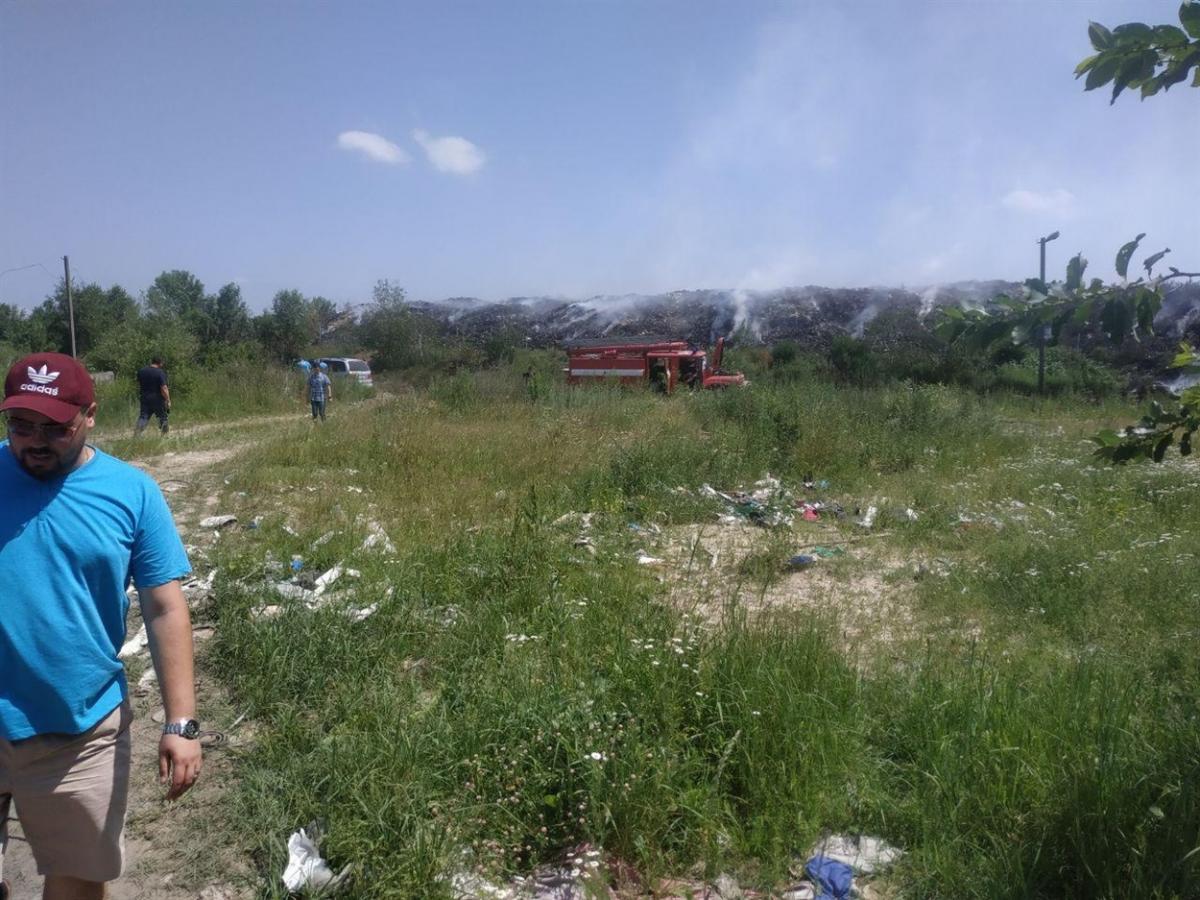 Местные жители жалуются на ухудшение самочувствия из-за пожара / фото novograd.city