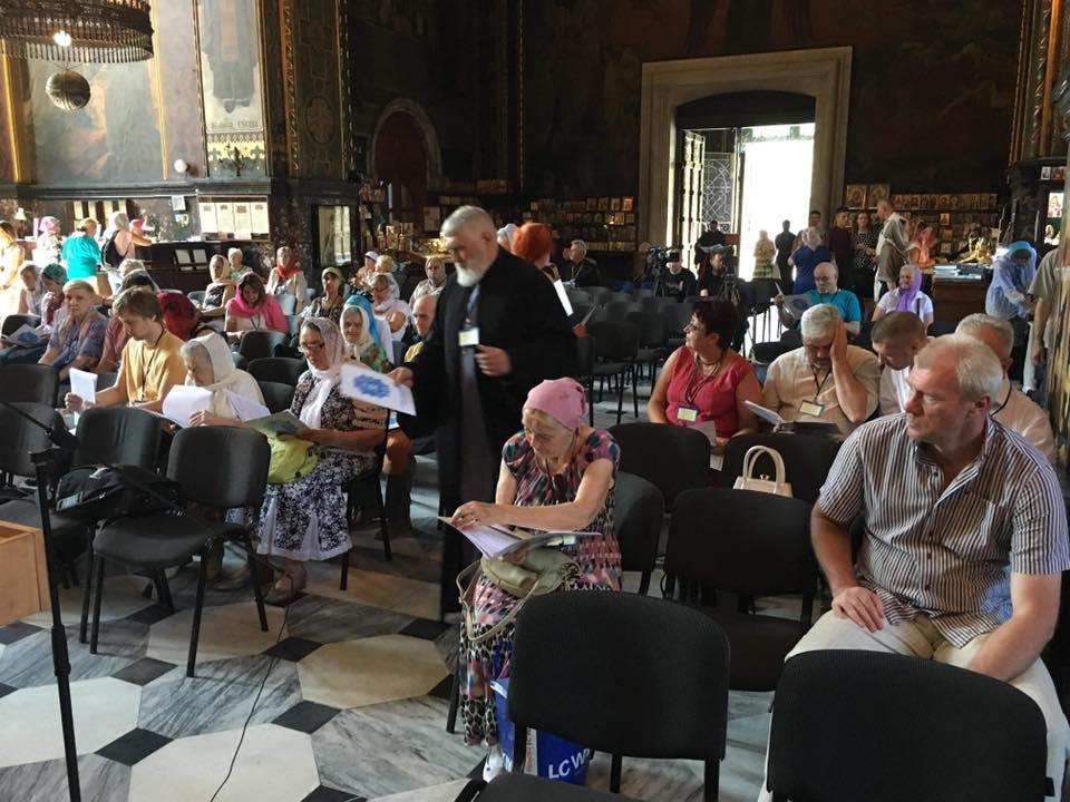 The 'separation assembly' at St. Volodymyr's Cathedral on June 20, 2019 / Photo fromfacebook.com/yevstr