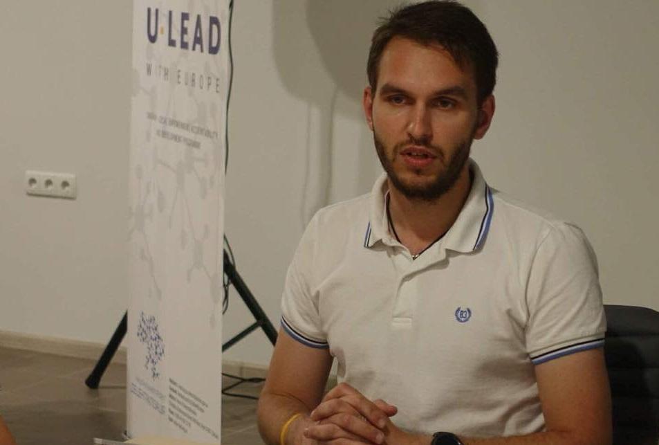 Максим Галицкий обнародовал фото концлагеря с подписью «ЛГБТ-прайд» / фото: debaty.sumy.ua