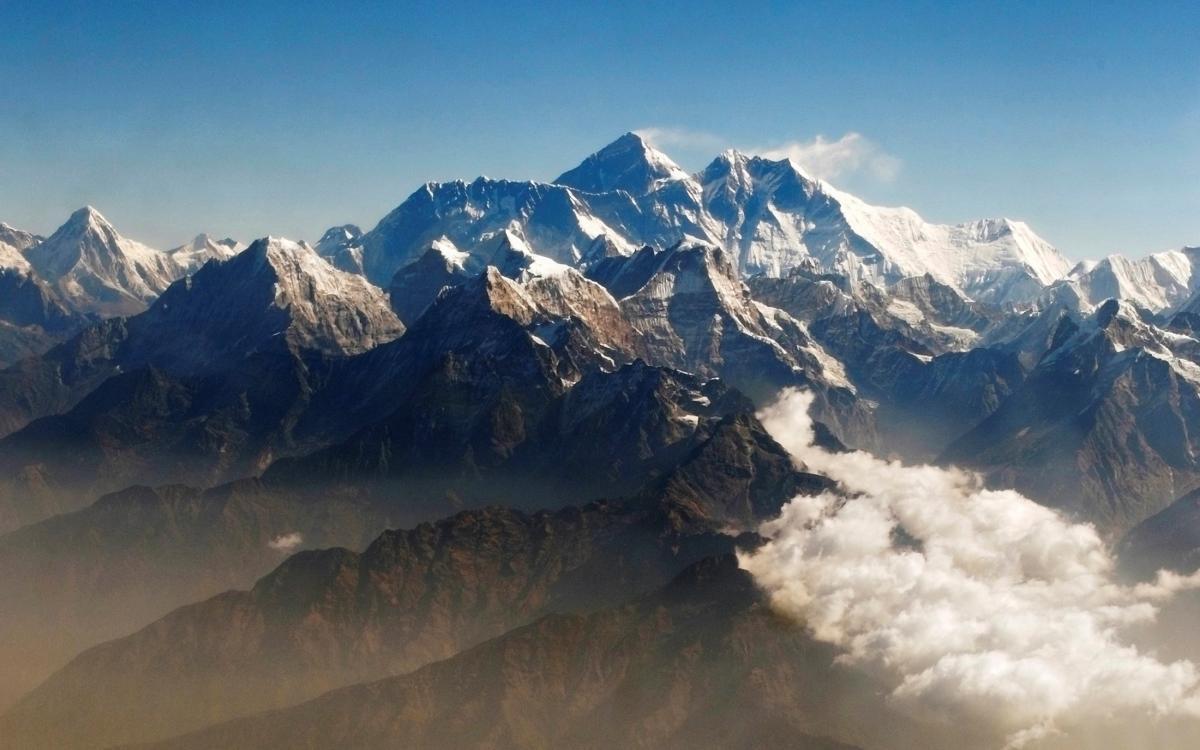 На вершине Эверестанашли частицы микропластика/ фото REUTERS