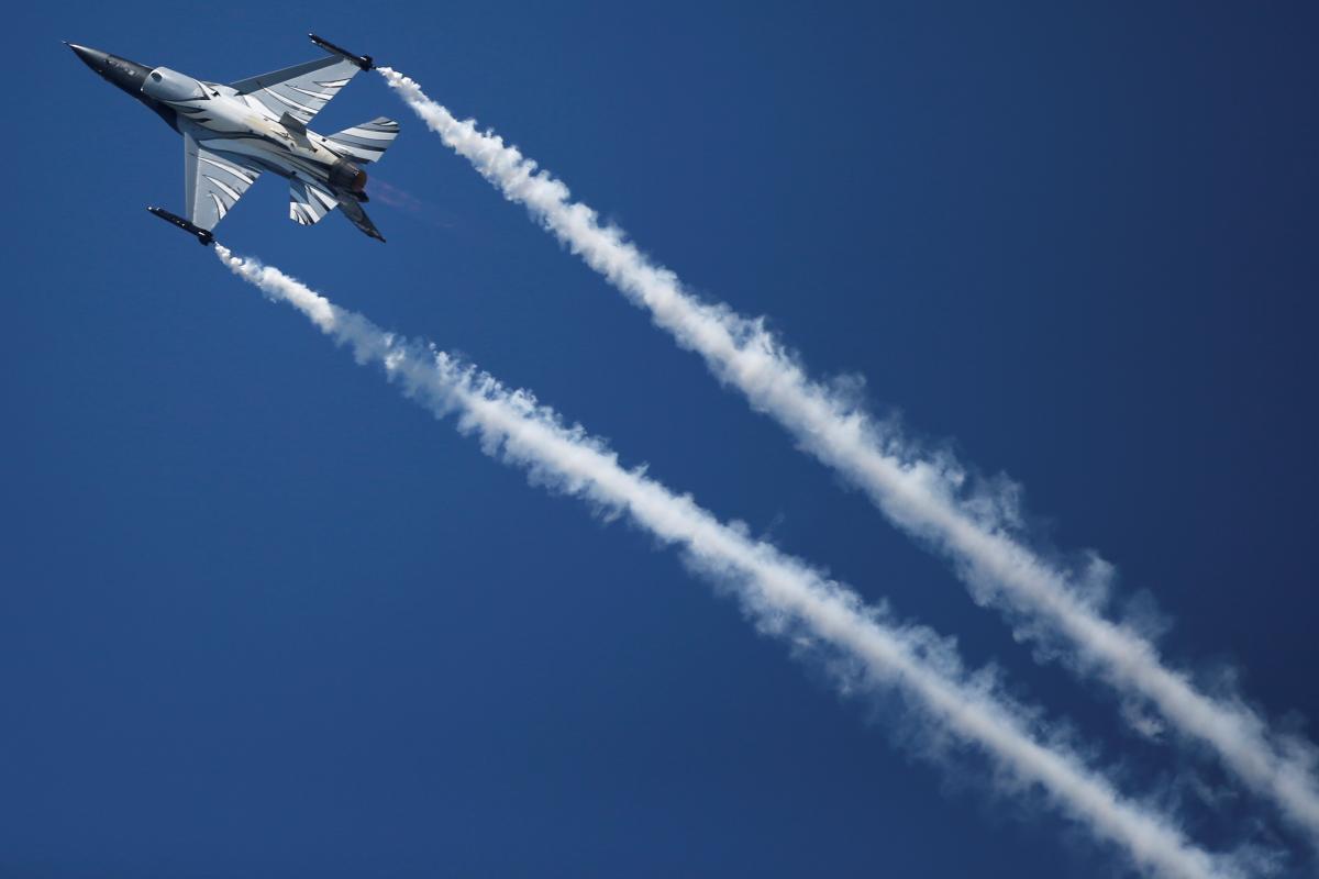 Истребитель F-16 / REUTERS