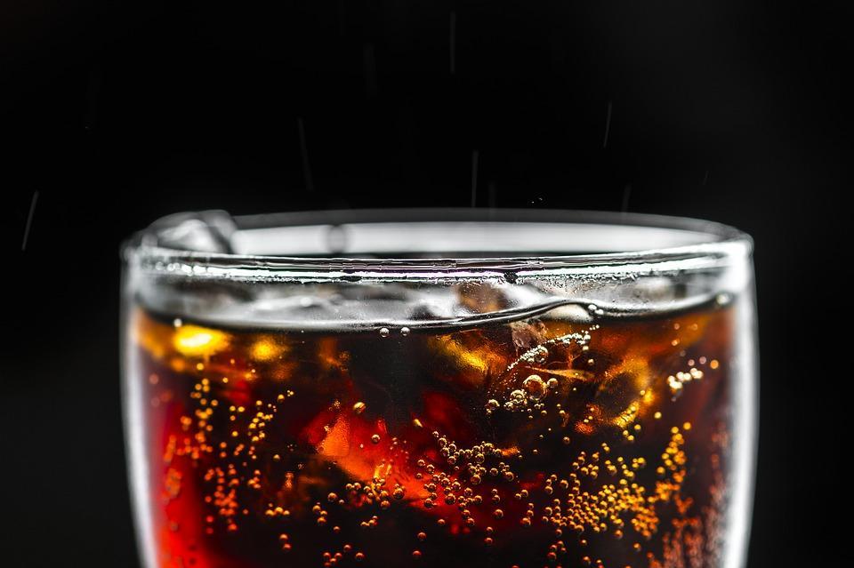 В жару лучше не пить газировку/ фото pixabay