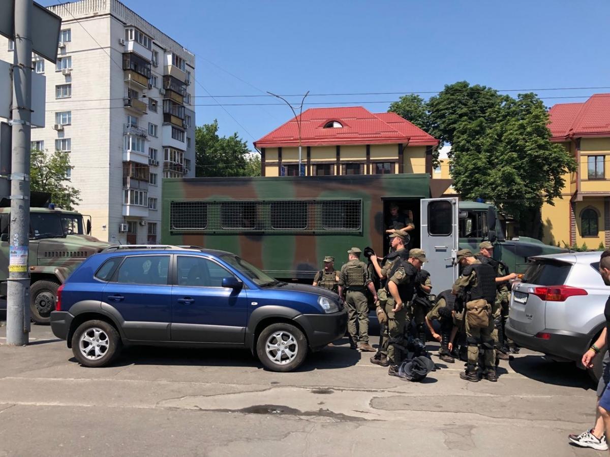 ЦИК взяли под усиленную охрану из-за акции протеста / фото facebook.com/RukhNovykhSylMikhailaSaakashvili