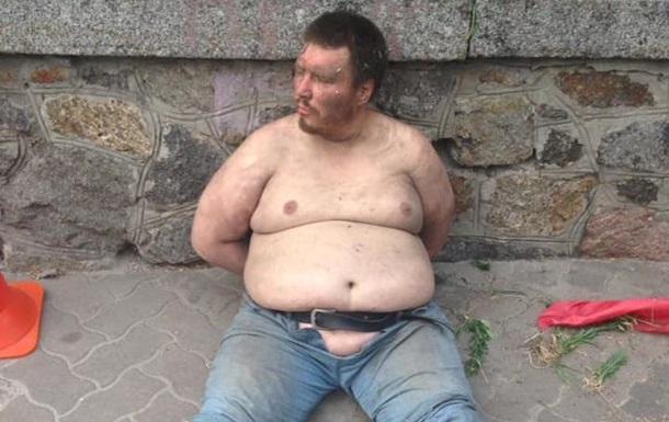 Мужчина вел себя неадекватно/ Фото: Facebook/Сергей Мазур