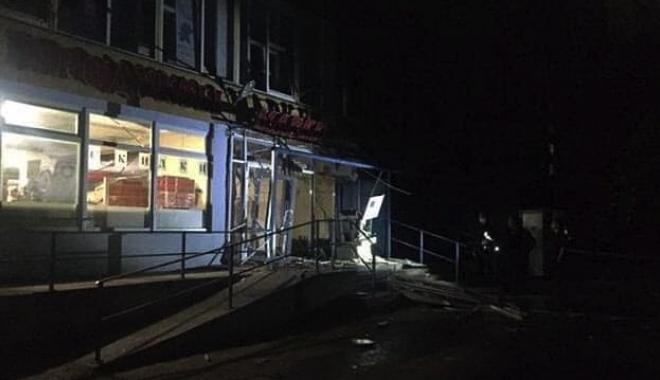 Вход в супермаркете взорван/ фото: Трэш Харьков