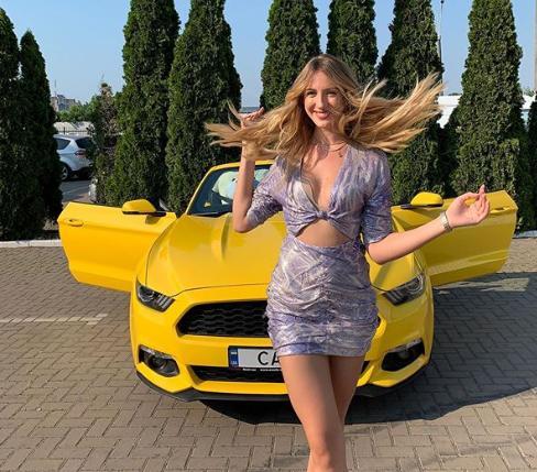 Нікітюк похвалилася новим вбранням/ instagram.com/lesia_nikituk