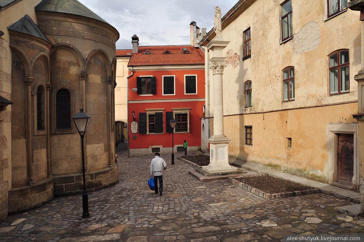 Вірменський дворик у Львові / Фото alex-shutyuk.livejournal.com