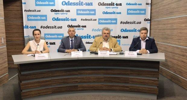 Недоверие руководству«За життя» выразил рядрайонныхпарторганизаций/ фотоvedomosti.od.ua
