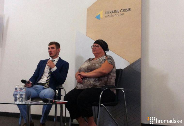Бабуся вбитого Кирила Тлявова, Олександра і адвокат сім'ї / Фото: Громадське