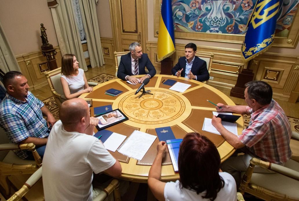 Зеленский встретился с семьями военных ВСУ и Нацгвардии, которые погибли при подозрительных обстоятельствах / Фото: сайт президента