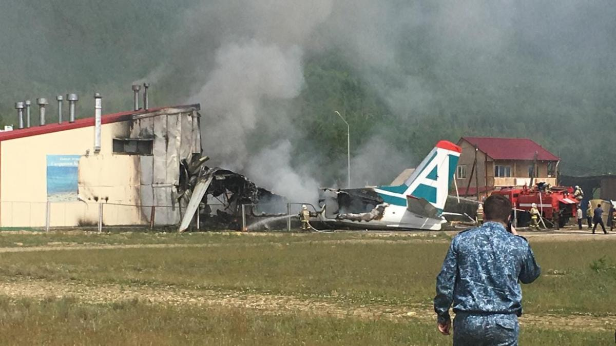 Уголовное дело возбуждено по факту жесткой посадки АН-24 в Бурятии / Алексей Фишев
