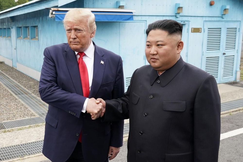 Дональд Трамп и Ким Чен Ын снова встретились / REUTERS